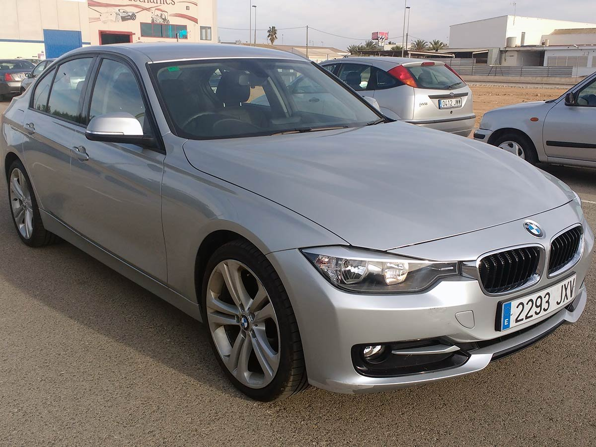BMW 316i Sport (RHD)