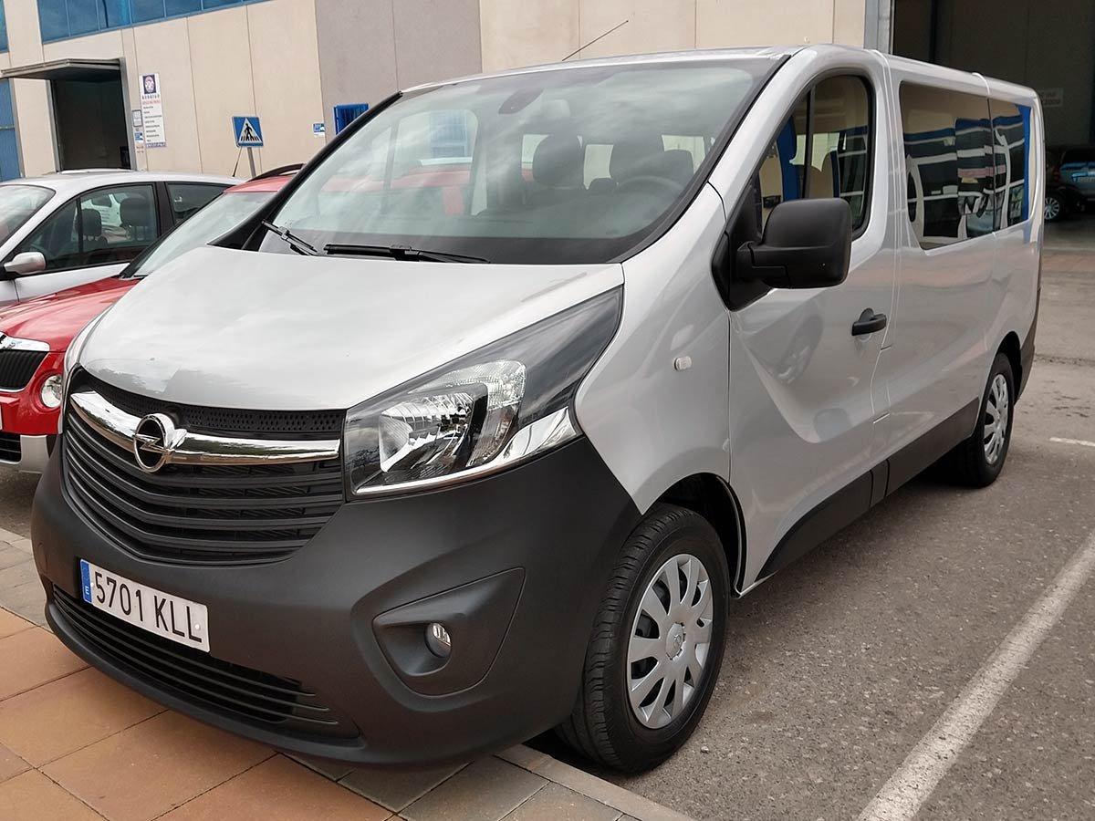 Opel Vivaro 9-Seat Minibus